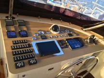 NG 66' Catamaran - Planche de bord au flybridge