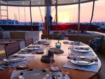 NG 66' Catamaran - Table de flybridge