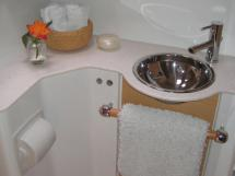 Salle d'eau cabine arrière babord