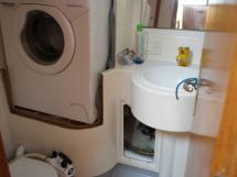 Salle d'eau arrière babord (lave-linge)