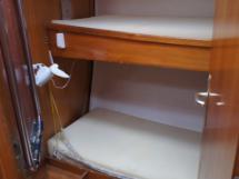 Cabine avant babord en coursive (couch. superposées)