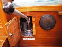 AYC Yachtbroker - Gael 43 - Vérin hydraulique de dérive