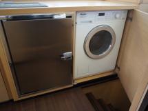Réfrigérateur et lave-linge séchant
