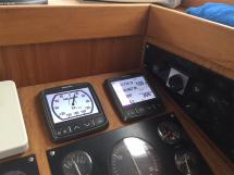 AYC Yachtbrokers - Trawler Meta King Atlantique - Electronique Raymarine