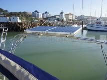 Portique et panneaux solaires