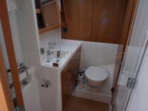 Salle d'eau de la cabine avant