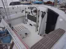 AYC Maldives 32 Cockpit