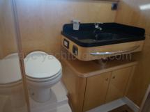 Salle d'eau de la cabine propriétaire