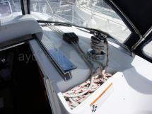 Winch de rouf tribord avec baille à drisses