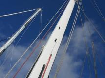 AYC Yachtbroker - JFA 45 Deck Saloon - Mât laqué blanc