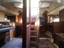Carré avec Cuisine tribord et coin navigation babord