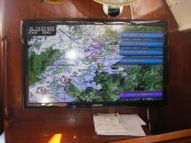 AYC Yachtbroker - Gael 43 - Téléviseur reprenant les infos du traceur