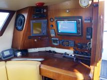 AYC Yachtbroker - JFA 45 Deck Saloon - Table à cartes et électronique
