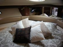 MERIDIAN 411 Sedan - Lit de la cabine avant