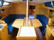 OVNI 395 - Carré avec table dépliée