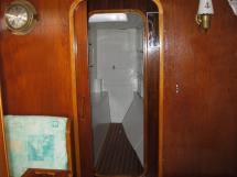 AYC Yachtbroker - Gael 43 - Entrée de la cabine avant