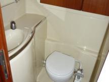 Salle d'eau avant babord