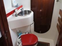 Salle de bain babord (douche et WC)