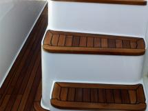 Escalier extérieur vers fly