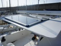 Panneaux solaires sur bimini rigide