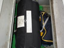 Radeau de survie dans coffre de jupe