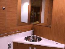 AYC - Jeanneau 57 / Salle d'eau avant propriétaire