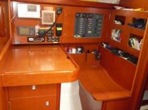 AYC - Oceanis 423 / Table à cartes