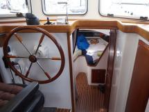 AYC - Trawler fifty 38 / Poste de barre et descente cabine avant