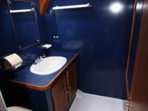 AYC - Jeroboam / Salle d'eau cabine centrale babord