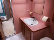 AYC - Jeroboam / Salle d'eau cabine centrale tribord