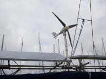 AYC Yachtbroker - Panneaux solaires et Eolienne