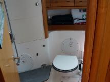 AYC Yachtbroker - Salle d'eau arrière tribord (utilisée en toilettes)
