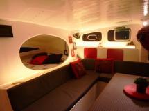 TS 50 - Banquette de carré et couchette double bâbord