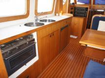 AYC Yachtbrokers - Trawler Meta King Atlantique - Cuisine