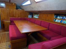VATON 78 - Table et banquettes du carré