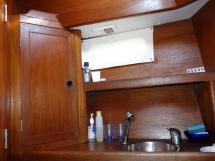 Universal Yachting 49.9 - Détail de salle d'eau