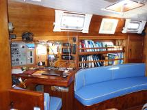 Universal Yachting 49.9 - Table à cartes