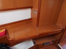 Oceanis 50 - Bureau de la cabine avant