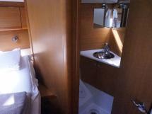 Sun Odyssey 49 i - Salle d'eau avant tribord