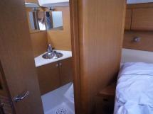 Sun Odyssey 49 i - Salle d'eau avant bâbord