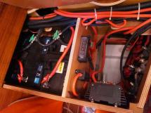 Sun Odyssey 49 i - Batteries et installation électrique