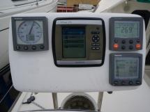 Nautitech 435 - Electronique au poste de barre bâbord