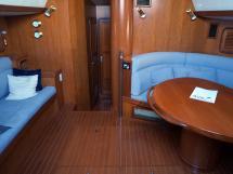 Tayana 58 - Carré et banquette bâbord