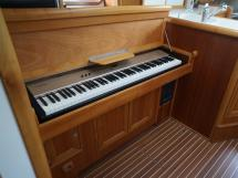 Universal Yachting 49.9 - Piano électronique