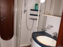 Catana 582 Caligo - Salle d'eau propriétaire