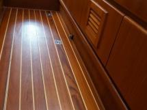Trintella 44 Alu - Détail de sol de la cabine avant