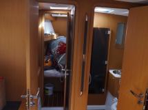 AYC - Jeanneau 57 - Atelier babord avant et soute à voiles