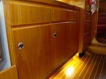 AYC Yachtbroker - Trintella 44 Aluminium - Détail des menuiseries de la cuisine