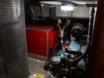 AYC Yachtbroker - Trintella 44 Aluminium - Soute technique / moteur et groupe électrogène