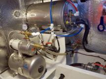 MY16 Trawler - Gestion de l'eau douce sous pression et eau chaude